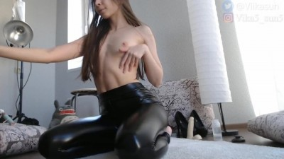 Black leather leggings tight fit my delicious ass - Beeg white box