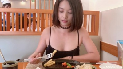 Asian Girl Flashing Butt Plug and Quick Pee at a Restaurant - Xnx brazers