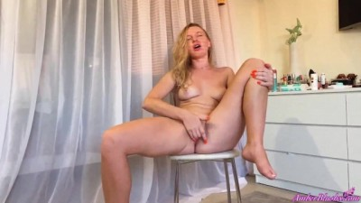 Sexy Babe Passionate Masturbate Pussy after Waking up - Animals x video