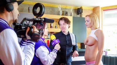 German blonde pornstar Anike Ekina fucks newbie bartender