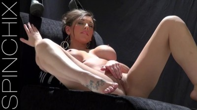Sophie Parker Presents her Perfect Pussy